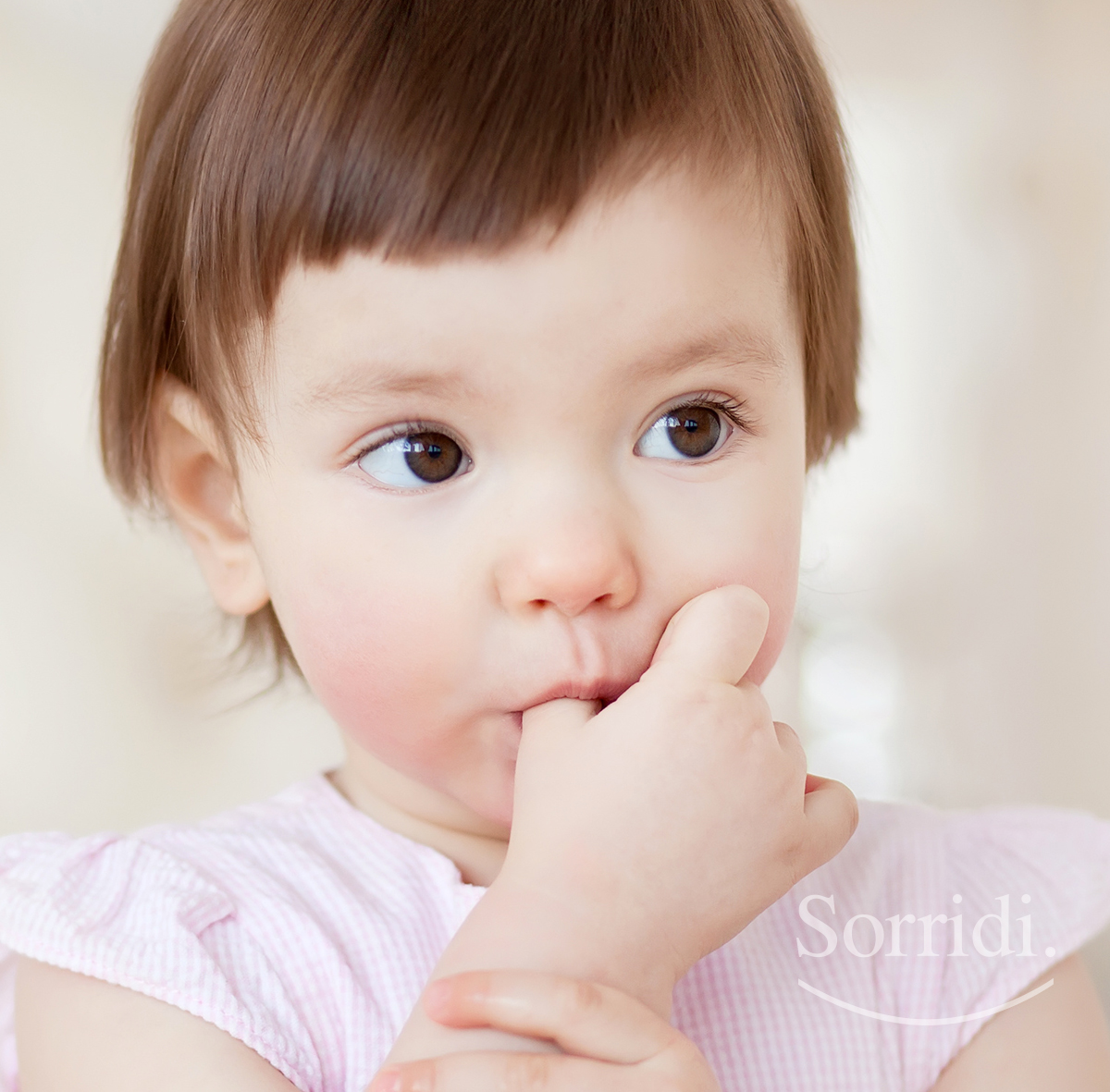 suzione-pollice-bambini-sorridi-ch-magazine-dentista-locarno